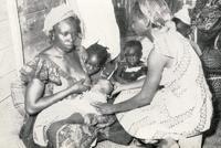 Recherches sur la lactation chez la femme africaine, vers 1950