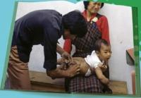 Vaccination à Thimphu (Bhoutan) en 1981 (United Nations Photo Library John Isaac)